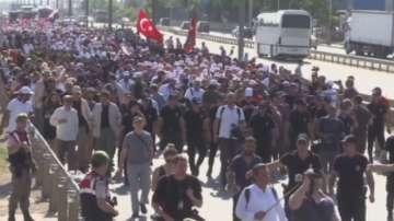 Маршът на опозицията в Турция е на финалната си права