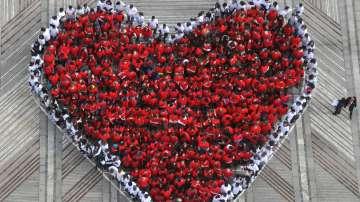 Мартеница във формата на сърце подредиха деца във Видин