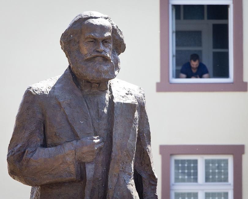 Статуята на Маркс в Трир