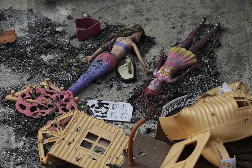 Трагедията отблизо: Под руините на опустошения град Мати (СНИМКИ)