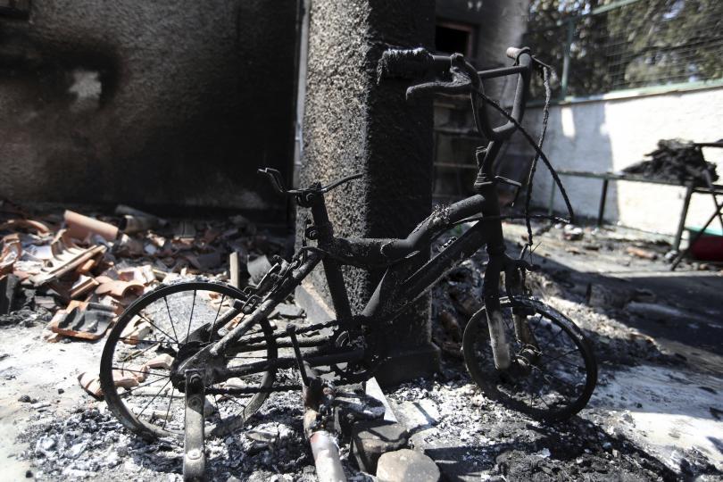 снимка 13 Трагедията отблизо: Под руините на опустошения град Мати (СНИМКИ)