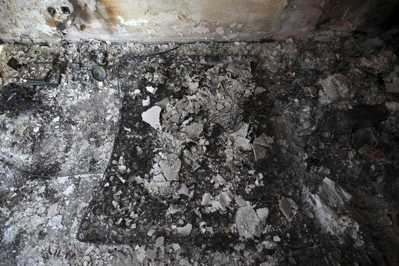 снимка 5 Трагедията отблизо: Под руините на опустошения град Мати (СНИМКИ)