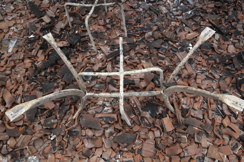 снимка 6 Трагедията отблизо: Под руините на опустошения град Мати (СНИМКИ)