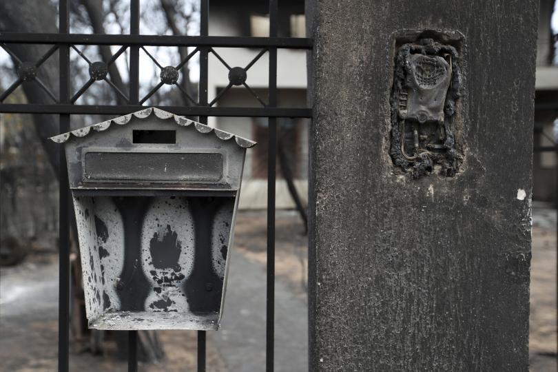 снимка 8 Трагедията отблизо: Под руините на опустошения град Мати (СНИМКИ)
