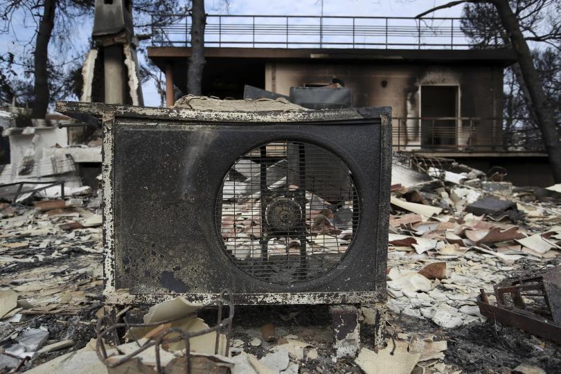 снимка 9 Трагедията отблизо: Под руините на опустошения град Мати (СНИМКИ)