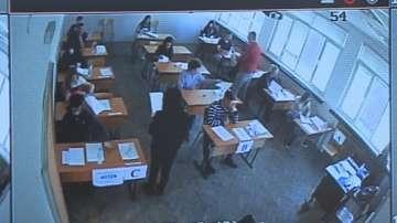 Разследват учител от Варна за изтичането на отговорите на матурата