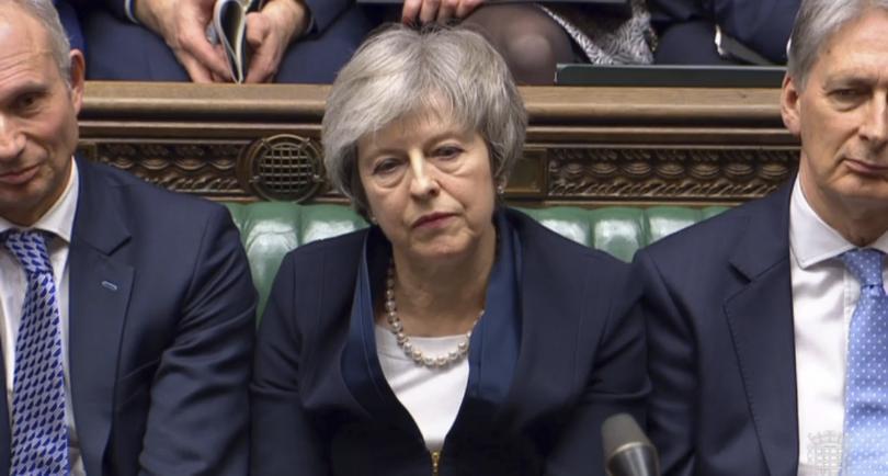 Премиерът изслушва лидера на опозицията Джереми Корбин, докато той обявява, че партията му иска вот на недоверие