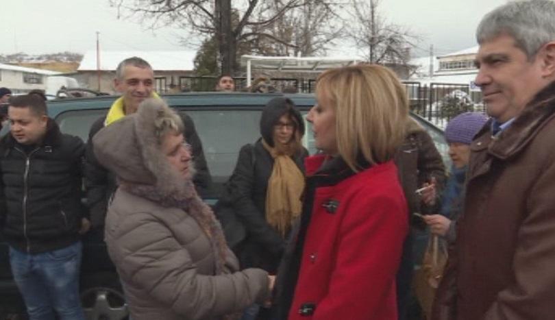 Шивачки от фабриката за обувки в Дупница отново протестираха заради