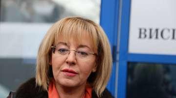 Мая Манолова ще се срещне с протестиращи медицински сестри