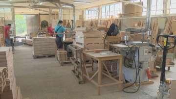 Мебелна фирма от Троян стана пионер в производството на еко мебели