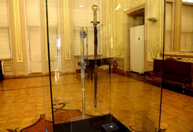 снимка 3 Премиерът Борисов посети изложбата Мечът на хан Кубрат