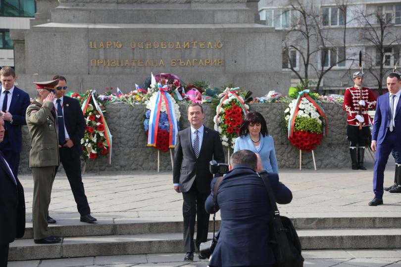 снимка 1 Дмитрий Медведев се срещна с председателя на НС Цвета Караянчева