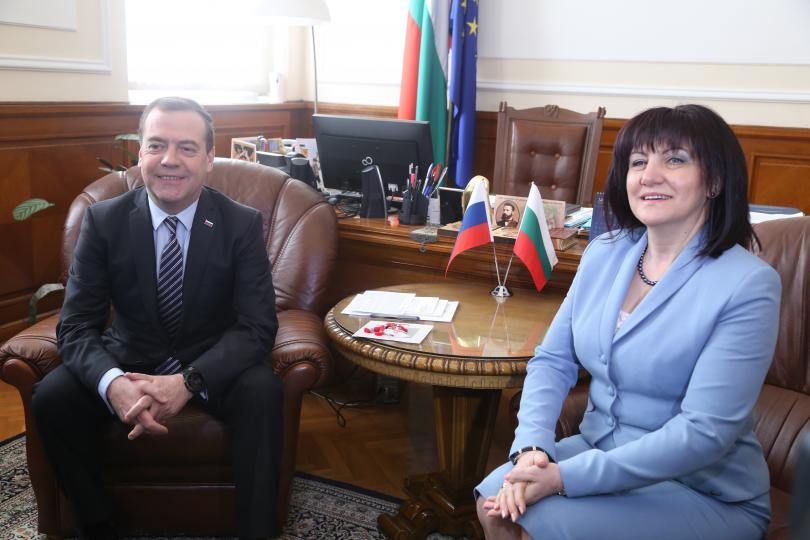 снимка 2 Дмитрий Медведев се срещна с председателя на НС Цвета Караянчева
