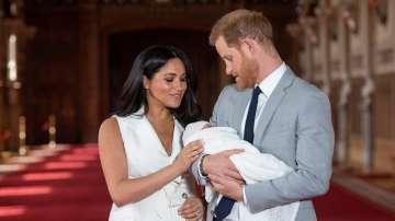 Сувенири за новото кралско бебе заляха порталите за онлайн търговия