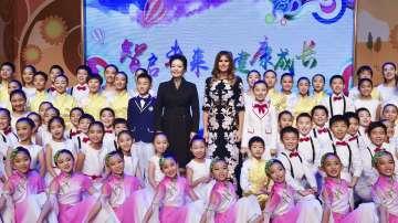 Мелания Тръмп впечатли с китайска рокля в Пекин (СНИМКИ)