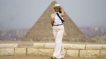 Мелания Тръмп приключи африканската си обиколка в Египет (СНИМКИ)