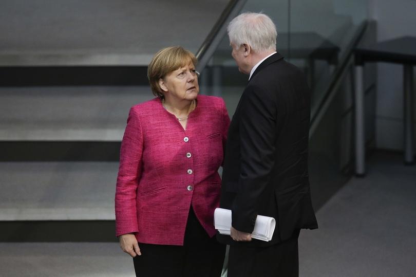 Германският вътрешен министър е дал двуседмичен ултиматум на канцлера Меркел
