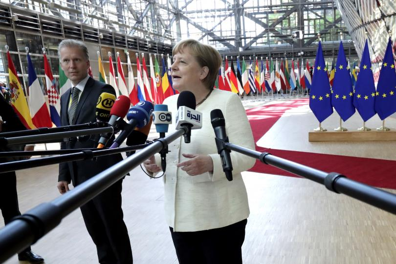 Меркел кани Мицотакис в Берлин