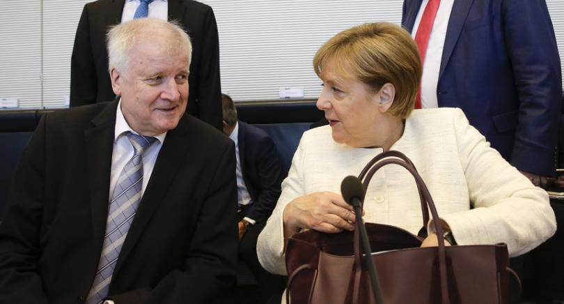 Вътрешният министър на Германия и лидер на Баварската партия Хорст Зеехофер и федералният канцлер Ангела Меркел