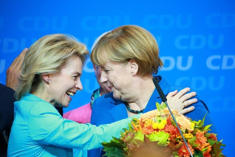 Германският канцлер Ангела Меркел поздрави бившия министър на отбраната на