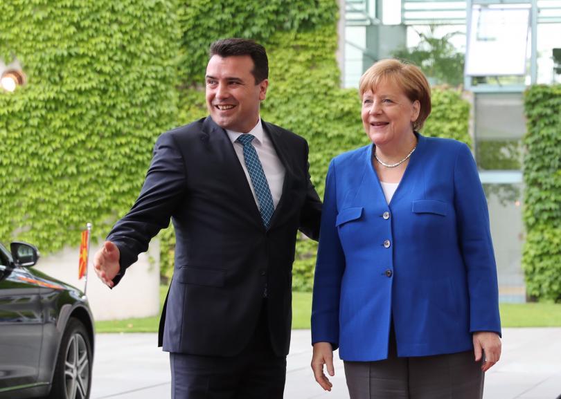 Колко лесно става всичко - отиваш при Меркел и…