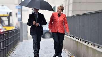 Меркел гласува заедно със съпруга си