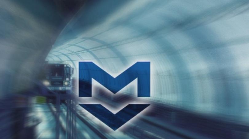 Жена загина, след като падна на релсите на метрото