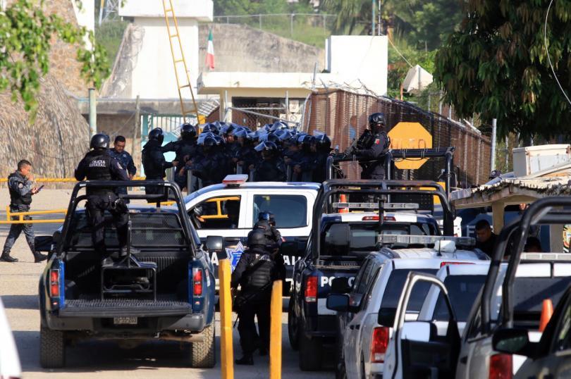 28 загинали при сбиване в затвор в Акапулко