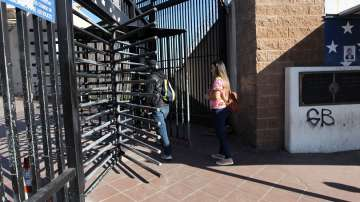 Командоси пробват прототипи за стената на Тръмп по границата с Мексико
