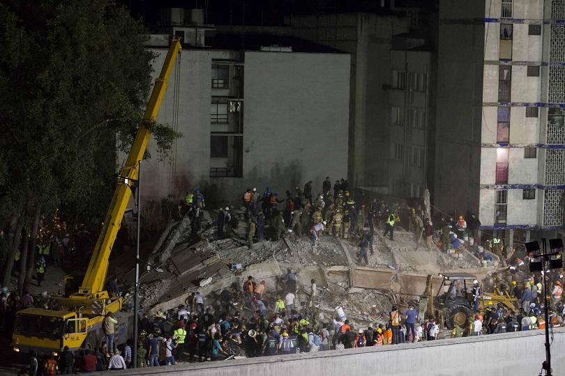 Земетресение удари централната част на Мексико. 220 загинаха, стотици са