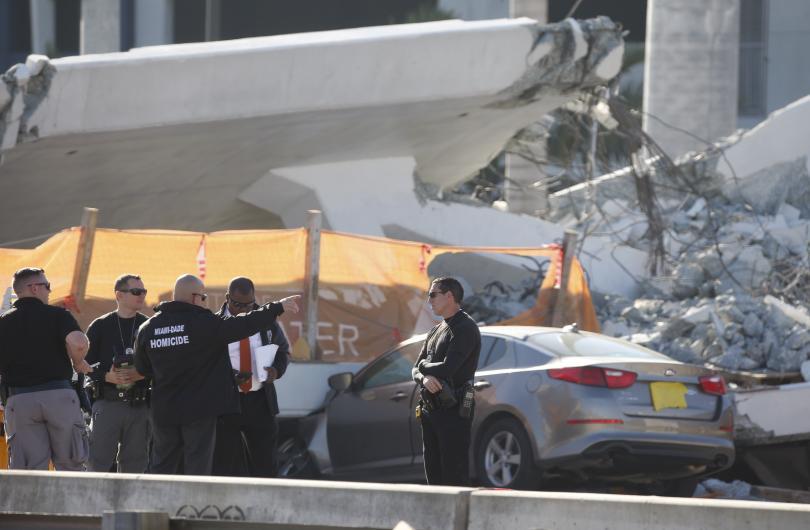 снимка 1 Властите във Флорида са получили съобщение за пукнатини в рухналия мост