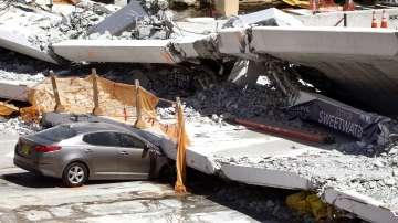 Властите във Флорида са получили съобщение за пукнатини в рухналия мост
