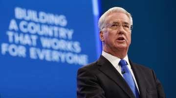 Британски министър подаде оставка заради непристойно поведение