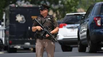 Арестант застреля двама пристави в съд в Мичиган