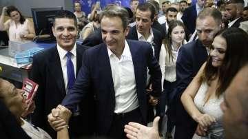 Юнкер поздрави Мицотакис за победата на изборите в Гърция