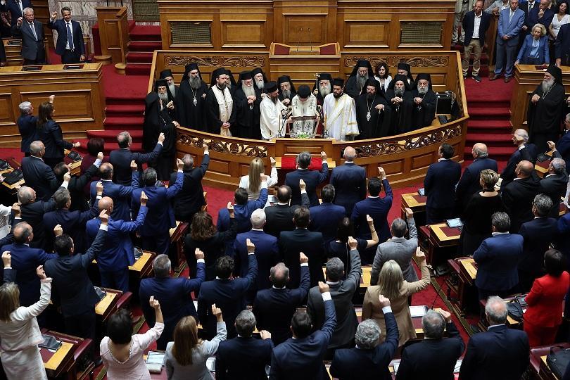 """Мицотакис призова своите депутати """"повече да работят, по-малко да говорят"""""""