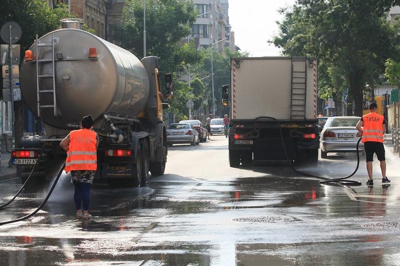 Мият булевардите в София с цел  подобряване качеството на въздуха
