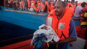 Над 6000 мигранти бяха спасени в Средиземно море (СНИМКИ)