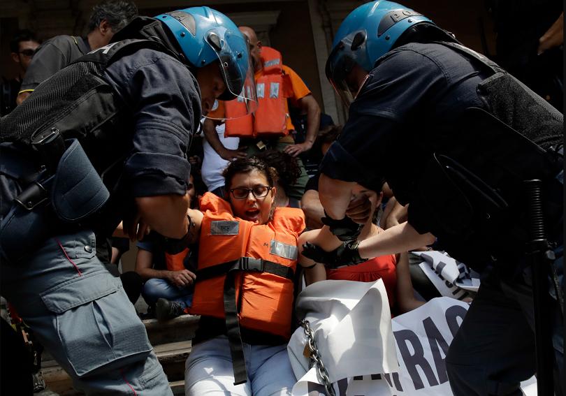 Германия се съгласи да приеме 50 от 450-те мигранти, спасени