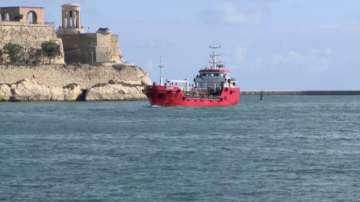 Мигранти похитиха танкер, за да стигнат до Малта