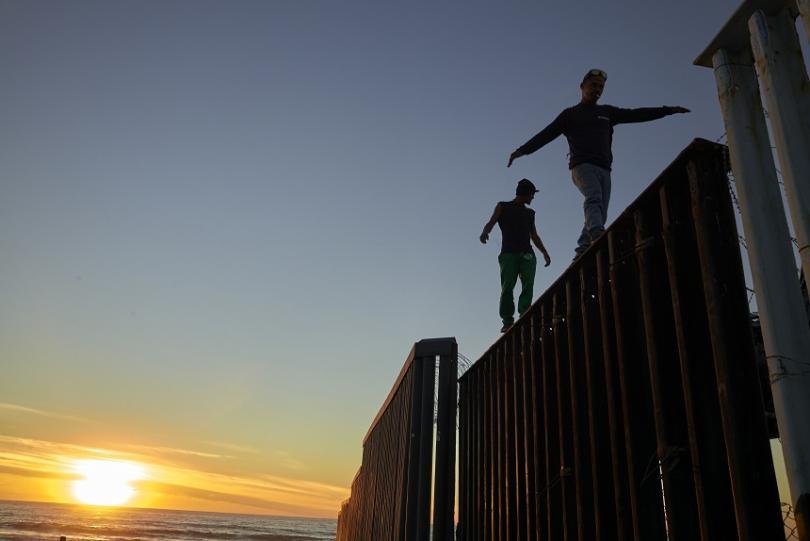 1500 души колоната мигранти мексико пристигнаха границата сащ