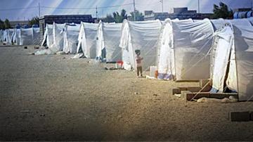 Австрия работи върху план за събиране на бежанци в центрове извън ЕС