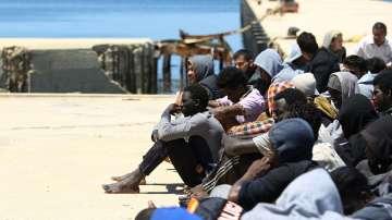 Множество мигранти загинаха при бягство от нелегален затвор в Либия