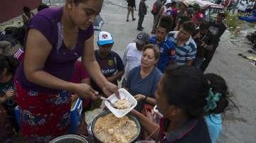 Нов керван с мигранти потегли от Салвадор за САЩ