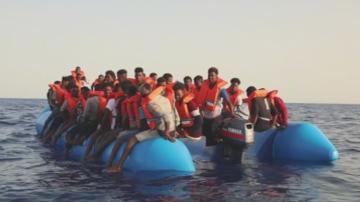 Германски кораб с бежанци се насочва към бреговете на Италия