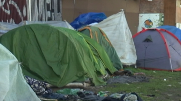 Френската полиция премахна два мигрантски лагера край Париж