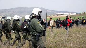 Турските власти заловиха 950 мигранти до границата с Гърция