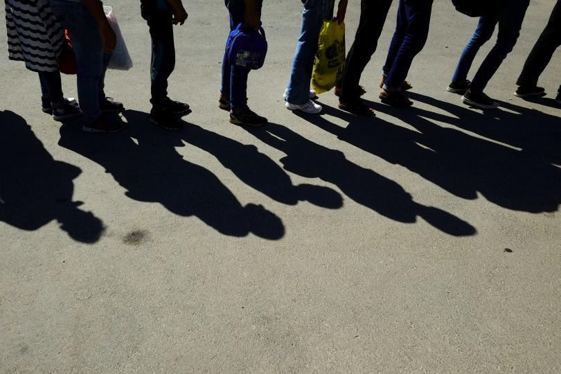 мигранти очакващи депортиране австрия опожариха килията затвора