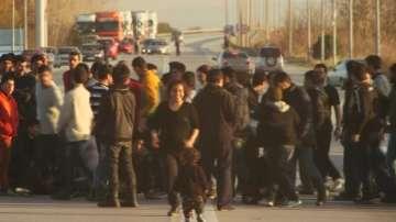 Хиляди мигранти блокирани на гръцко-македонската граница