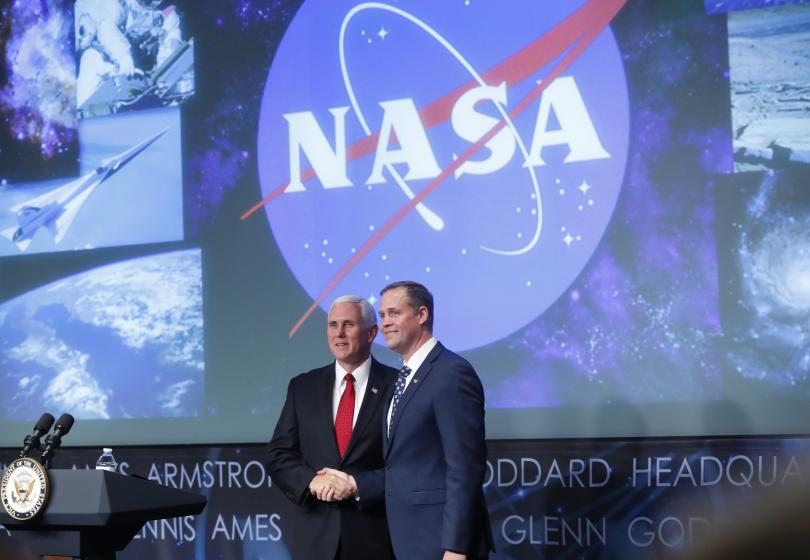 Новият директор на НАСА Джим Брайдънстайн получи поздравления от космоса,